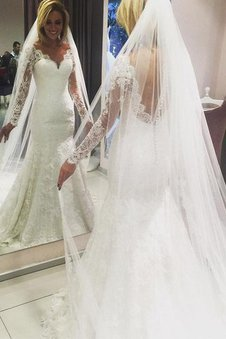 V-Ausschnitt Etui Lange Ärmeln Normale Taille Brautkleid mit Bordüre