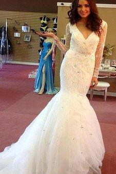 Langärmeliges Perlenbesetztes V-Ausschnitt Normale Taille Brautkleid aus Tüll