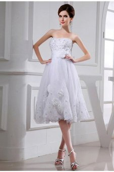Organza Trägerloser Ausschnitt Prinzessin Knielanges Brautkleid mit Perlen
