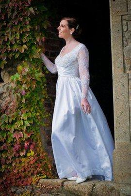 Zeitloses Perlenbesetztes Bodenlanges Brautkleid mit Applike mit V-Ausschnitt