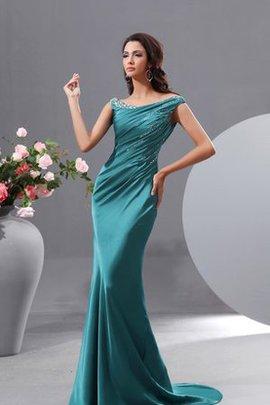 Attraktives Abendkleid mit Schulterfreier Ausschnitt