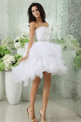 Trägerlos Ärmellos Hoch niedrig Bezauberndes Brautkleid mit Gürtel