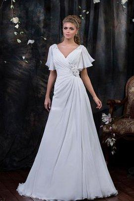 Zeitloses Gerüschtes Elegantes Brautkleid mit Gericht Schleppe mit Blume