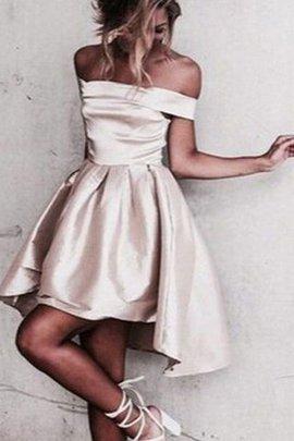 Prinzessin A Linie schulterfreier Ausschnitt Mini Abschlusskleid aus Satin