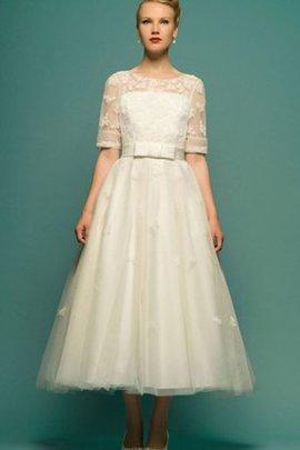 A linie Strand Schaufel-Ausschnitt Konservatives Brautkleid mit Applikation