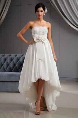 Satin Vorn Kurz Hinten Lang Romantisches Brautkleid mit Bordüre mit Applikation