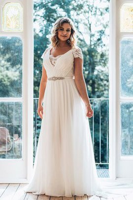 Outdoor Sweep Zug Perlenbesetztes Brautkleid mit Bordüre mit Plissierungen