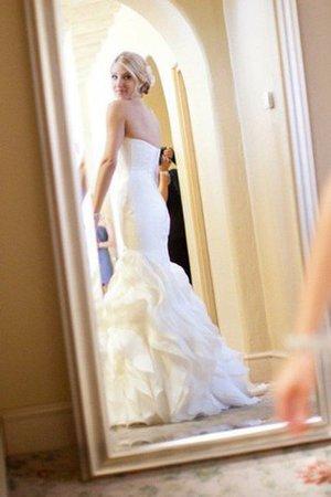 Herz-Ausschnitt Satin Ärmellos Brautkleid mit Rüschen mit Gericht Schleppe BFqJCo9